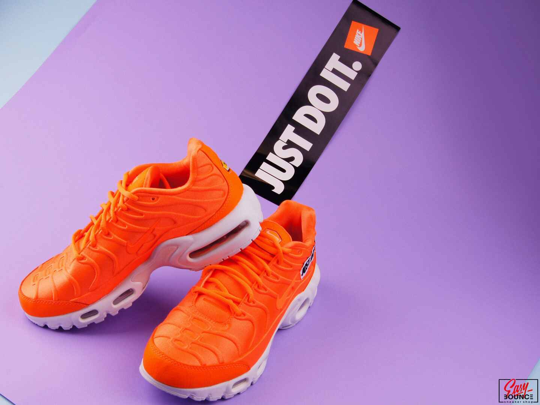 455006c0 ... Женские кроссовки Nike Air Max Plus SE / Total Orange/White-Black ...